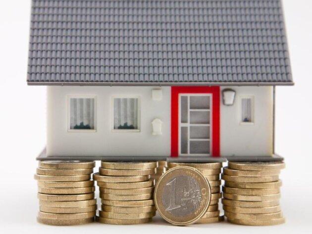 Eine Lebensversicherung kann für die Baufinanzierung ein wackliges Fundament sein. Sie gilt als unrentabel.