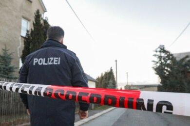 Am 6. März wurde die Polizei wegen eines tödlichen Streits nach Limbach-Oberfrohna gerufen. Ein 41-Jähriger war erschossen worden. Der 74-jährige Lebenspartner der Mutter des Opfers steht jetzt vor Gericht.