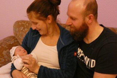 Weihnachtsbaby Emma wog bei der Geburt 2940 Gramm und ist 48 Zentimeter groß.