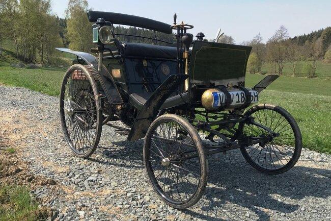 Der Benz Velo war das erste in Serie gebaute Auto. Angetrieben wird es von einem Einzylindermotor, der knapp drei PS leistet. Dieses Exemplar von 1896 ist das älteste in Deutschland zugelassene Fahrzeug.