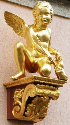 Der goldene Engel über dem Eingang der inzwischen geschlossenen Apotheke.
