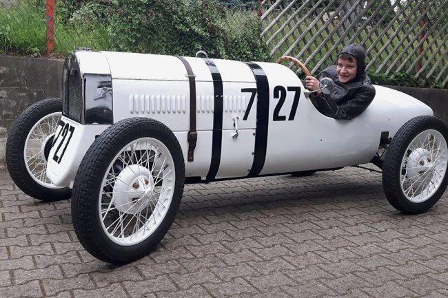 Der F1 Monoposto von DKW hatte den Status eines erfolgreichen Rennwagens. Für die Fahrleistungen maßgeblich waren das geringe Gewicht und ein 600-ccm-Zweizylindermotor mit Ladepumpe.