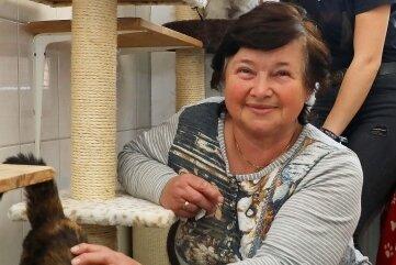 Tierheimchefin Karin Junold (vorn) ist dankbar.