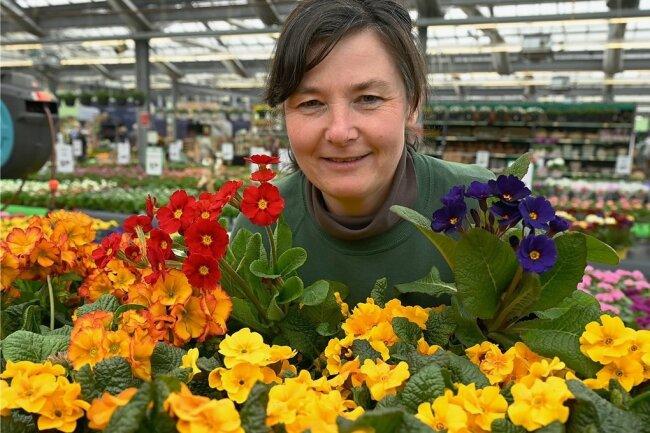 Blühender Neustart: Annett Schwalbe im Gartencenter Roth.