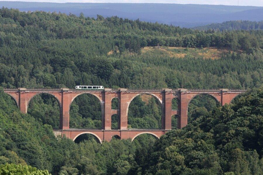 """Die Elstertalbrücke bei Jocketa gilt als die """"kleine Schwester"""" der Göltzschtalbrücke."""