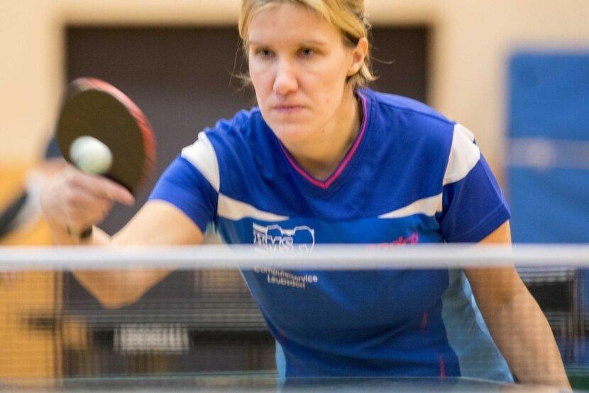 Konzentriert an neue Aufgaben: Die Tischtennis-Damen des SV Saxonia Freiberg um Simone Röstel eröffnen am Sonntag die neue Spielzeit in der Sachsenliga.