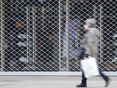 Der Handel rechnet nicht mit einem raschen Ende der coronabedingten Ladenschließungen in Deutschland.