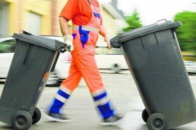 Die Gewerkschaft Verdi hat nur für eine der drei kreiseigenen Abfallfirmen verhandelt. Mitarbeiter einer anderen Firma befürchten jetzt Nachteile. Der neue Geschäftsführer macht eine Versprechung.