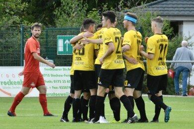 Der VfB Auerbach hat in der Fußball-Regionalliga den zweiten Saisonsieg in Serie gefeiert.