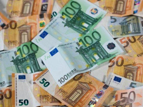 Euro-Geldscheine mit unterschiedlichen Werten.