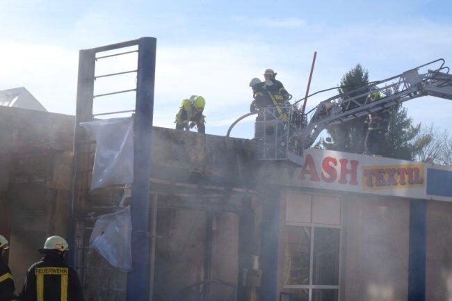 Die Brandbekämpfer waren gegen 8.15 Uhr von einer Anwohnerin informiert worden.