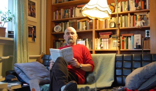 Der Theatermann Klausdieter Roth, kurz Dieter, ist auch ein leidenschaftlicher Buchmensch. Der Träger der Plauener Stadtplakette (2010) schreibt zudem selbst, darunter zum Beispiel Gedichte und seine Autobiografie.