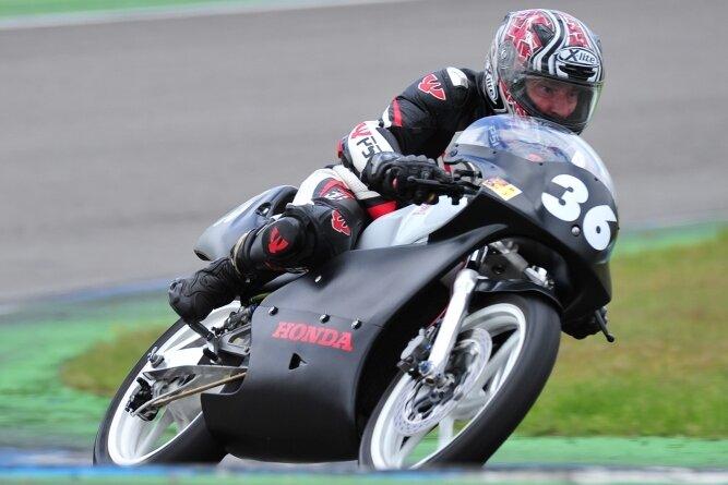 Der Rebesgrüner Henry Kettner fuhr zum Saisonauftakt auf dem Hockenheimring zwei Mal in die Top 10.