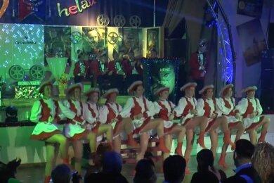 Der Hohndorfer Carnevalsverein hat zum Zeitpunkt der ursprünglich geplanten Veranstaltungen Videos aus dem vergangenen Jahr hochgeladen. Das Video mit dem Gardetanz vom 15. Februar 2020 verzeichnet bereits fast 1000 Aufrufe.