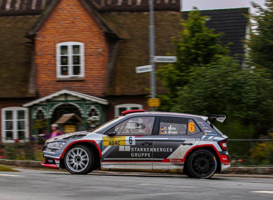 Carsten Mohe und sein Beifahrer Alexander Hirsch haben nicht nur den fünften Platz bei der Cimbern-Rallye in Schleswig-Holstein geholt, sondern durften endlich die erste Bestzeit in der DRM bejubeln.