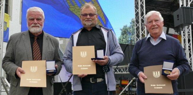 Johannes Werner, Mathias Raschke und Manfred Schöne (v. l.) wurden als verdienstvolle Bürger der Stadt Zschopau geehrt.