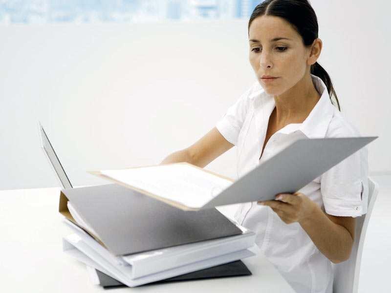 Vor der Unterschrift sollte man eine Berufsunfähigkeitsversicherung genau unter die Lupe nehmen