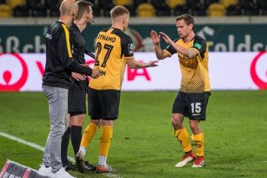 Ein Plauener kommt für einen Plauener: Im Drittligaspiel gegen Duisburg wurde Jonas Kühn (links) für Chris Löwe eingewechselt. Beide gehören jetzt auch dem Kader Dynamo Dresdens für die 2. Bundesliga an.