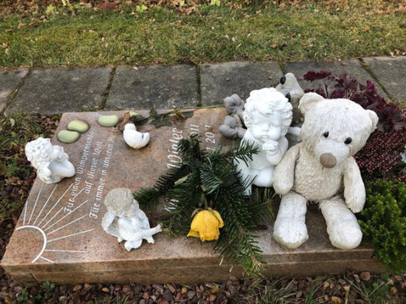 Das Grab des getöteten Säuglings auf dem Zentralfriedhof in Schwarzenberg. Die Stadt hat ihm den Namen Max Winter gegeben.