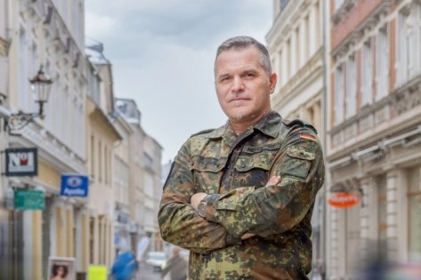 Jörn Hebestreit, der wohl bekannteste Offizier im Erzgebirgskreis, hat seinen Einsatz am Freitag beendet. Mit seinem Führungsstab koordinierte der Stollberger die Amtshilfe von 389 Bundeswehrsoldaten.