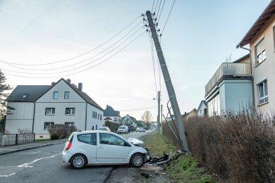Der Citroën-Fahrer kam aus noch ungeklärter Ursache auf der Zwickauer Straße von der Fahrbahn ab.
