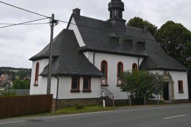 St. Bonifatius liegt direkt an der B 95 in Bärenstein.