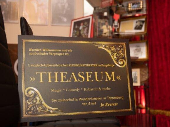 """Beides kombiniert ergibt """"Theaseum""""."""