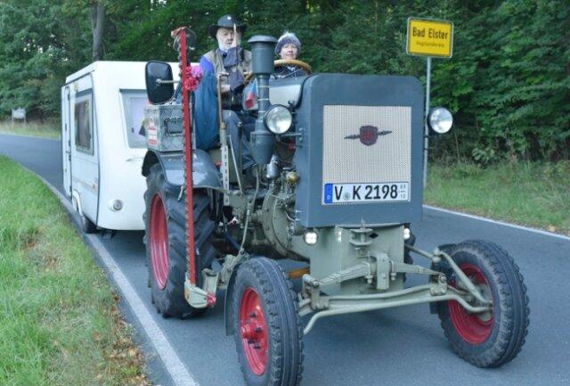 Klaus Krause aus Bad Elster und seine Lebensgefährtin Helga Ketzel fahren mit einem Herrmann Lanz Aulendorf Baujahr 1944 plus Wohnwagen zur Traktor-Weltmeisterschaft am Großglockner.