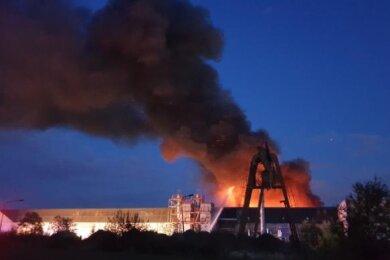 Am Samstagabend war auf dem Gelände der Recyclingfirma Pyral ein Feuer ausgebrochen.