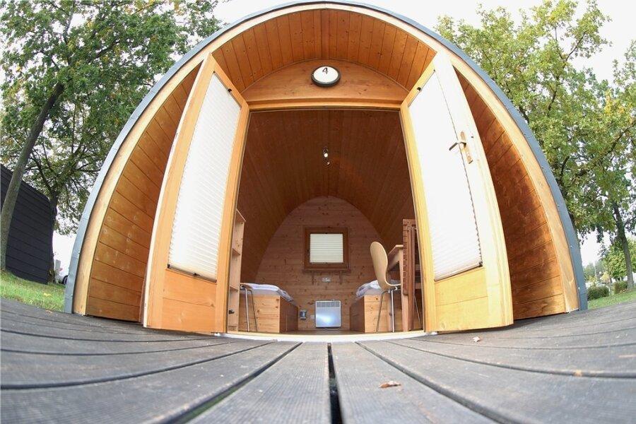 Touristen können nun auch wieder Übernachtungen in den Campinghütten buchen.