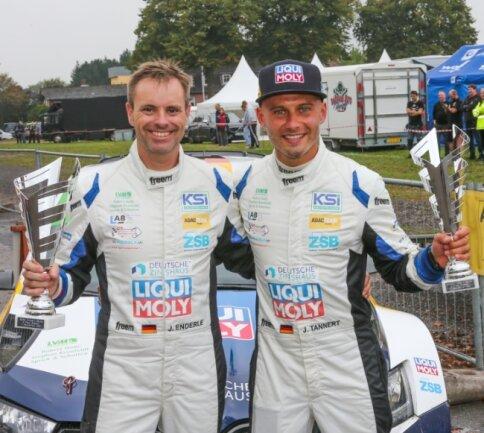 Es ist ihnen anzusehen: Julius Tannert (rechts) und Beifahrer Jan Enderle konnten mit Platz 3 bei der Cimbern Rallye gut leben.