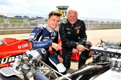 Max Enderlein und sein Großvater Georg Hübner auf dem Sachsenring. An diesem Wochenende geht es im niederländischen Assen für Max wieder los.