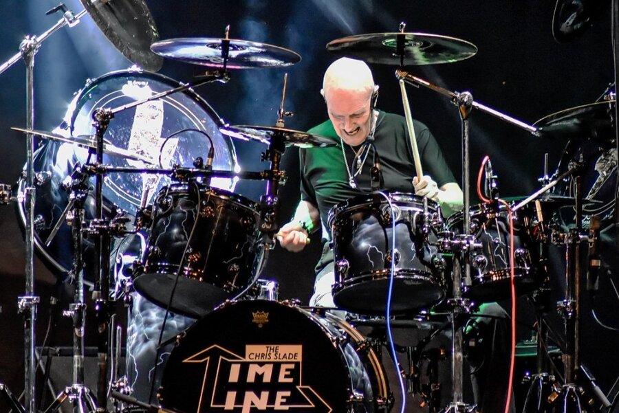 In 58 Jahren auf der Bühne kam bei Schlagzeuger-Legende Chris Slade einiges zusammen. Im Bergkeller gibt es deshalb am 21. Oktober bei The Chris Slade Timeline drei Stunden Musik von AC/DC bis David Gilmour.