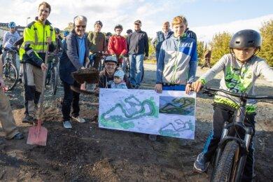 Zum offiziellen Baustart waren schon die ersten Biker vor Ort.