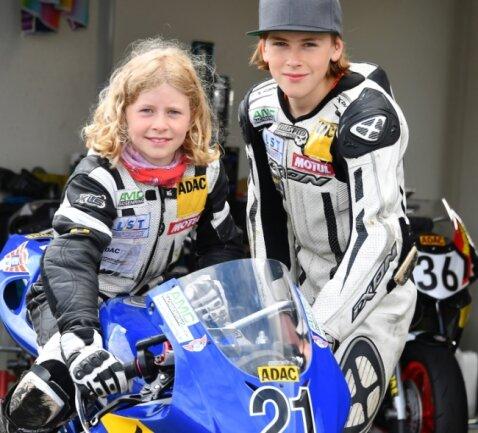 Anina und Phil Urlaß aus Hohndorf bei Stollberg haben sich dem Motorsport verschrieben. Diesmal stahl die Neunjährige in Mülsen ihrem Bruder sogar die Schau.