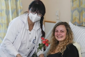 Die Freude war riesengroß, als der Liebesgruß an Lissy Schwehm auf der Kinderstation des Freiberger Krankenhauses übergeben wurde.