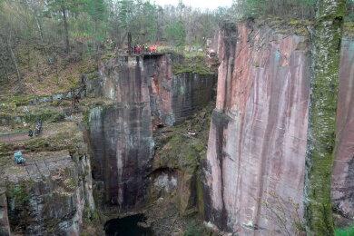 Am Rochlitzer Berg war eine Person vom Gleisbergbruch etwa 30 Meter in die Tiefe gestürzt.