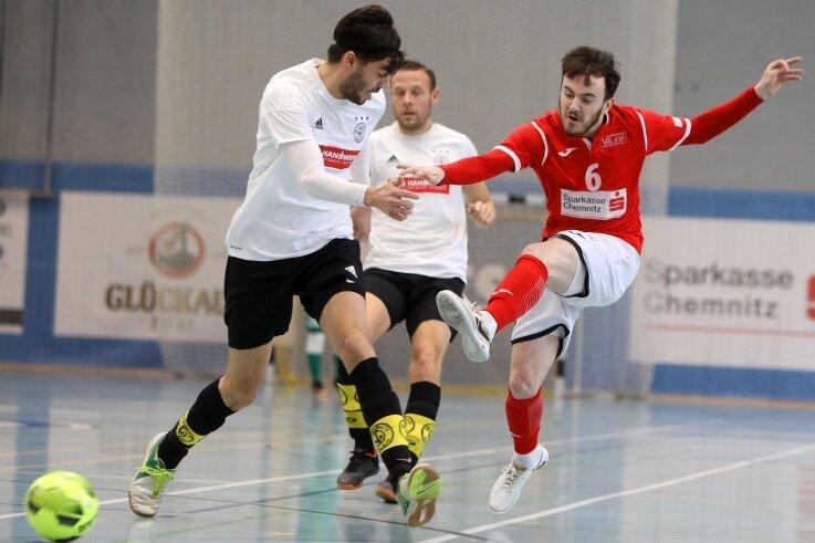 Fabian Erler (rechts) zieht ab. Der VfL-Rückkehrer konzentriert sich zunächst auf die Deutsche Futsal-Meisterschaft.