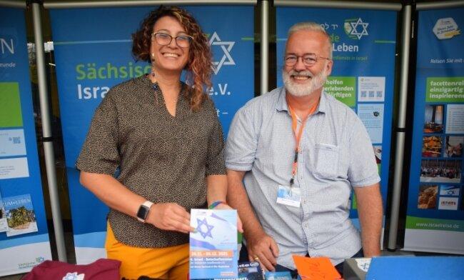 Elite Paz und Werner Hartstock trafen sich beim Israelfreundestag am Stand des Reichenbacher Israelreisebüros und tauschten sich über Reisemöglichkeiten aus. Die Israelin aus dem Grenzgebiet zu Gaza ist Verbindungsfrau zu den Sächsischen Israelfreunden.