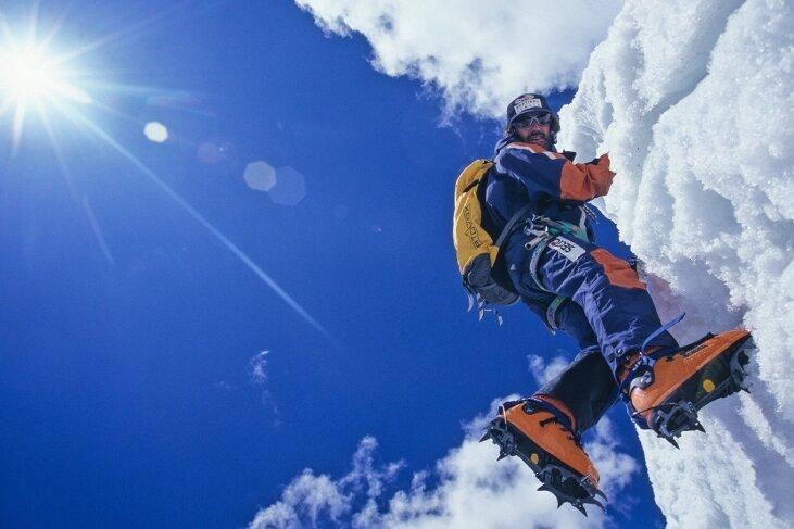 Hans Kammerlander am K2. Das vermeintliche Postkartenidyll täuscht ein wenig, der Berg ist eine harte Nuss.