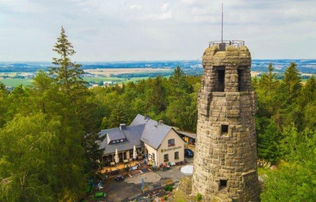 Der Turm am Kuhberg ist ein beliebtes Ziel für Wanderer. Doch auch dort ist einiges zu tun.