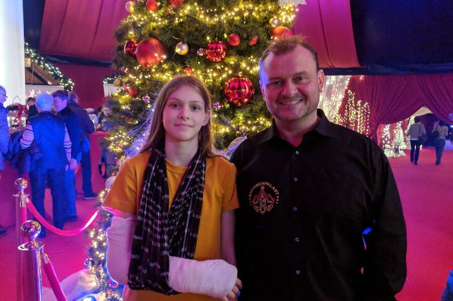 Ameli Bilyk zusammen mit Norbert Friedrich vom Zwickauer Weihnachtszirkus.