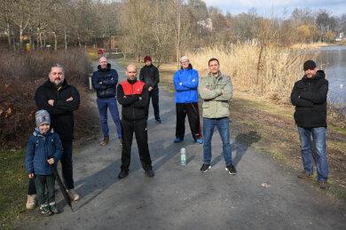 """Die Chemnitzer Kampfschulen haben sich am Schloßteich getroffen und einen Plan geschmiedet. Mit dabei: Nick Kedzierski von """"Nicks Fight & Fitness Academy"""" (2. von rechts)."""