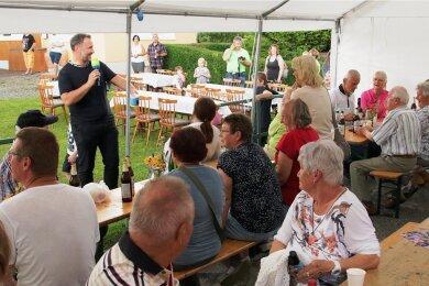 Moderator Silvio Zschage hatte nach Lengenfeld Musik für alle Generationen mitgebracht.