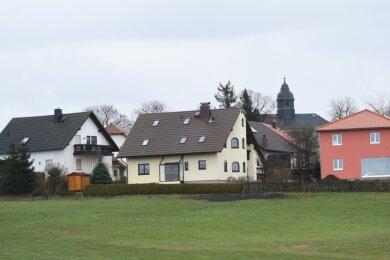 Auch in Burgstädt (im Bild das Wohngebiet an der Tauraer Straße im Ortsteil Herrenhaide) träumen viele von einem eigenen Haus. Die Stadt profitiert dabei auch von der Nähe zu Chemnitz.