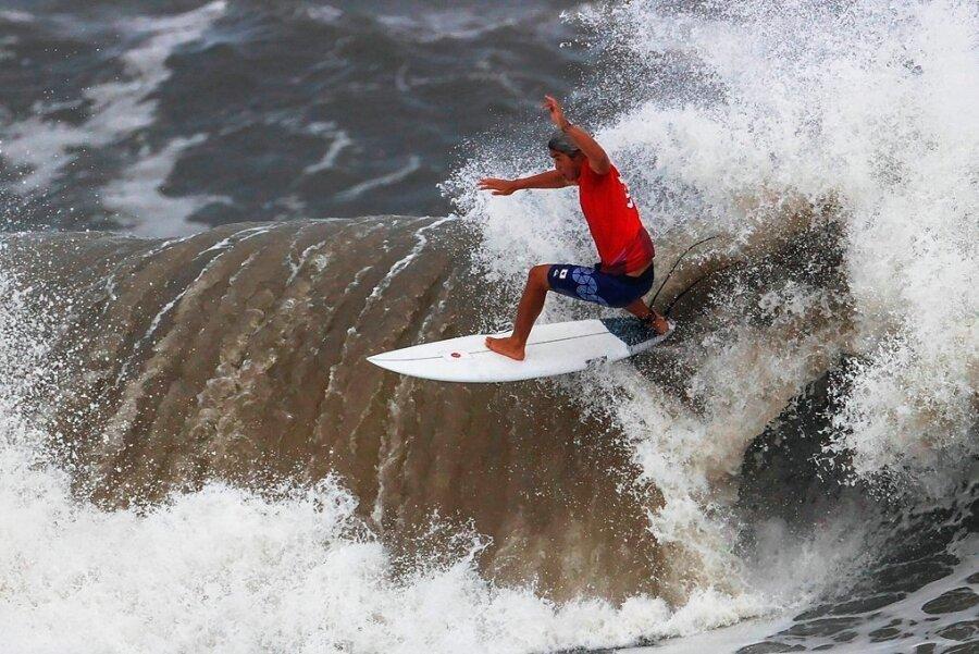 Kanoa Igarashi ritt auf dieser Welle, musste sich im Finale Ferreira geschlagen geben. Igarashis Vater erlernte einst an diesem Strand das Surf-Abc.