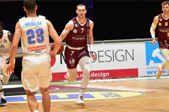 Jonas Richter (Nummer 7) beim Spiel seiner Niners gegen den Mitteldeutschen BC Ende 2020. Der 23-Jährige wurde in den erweiterten Kreis der Deutschen Nationalmannschaft berufen.