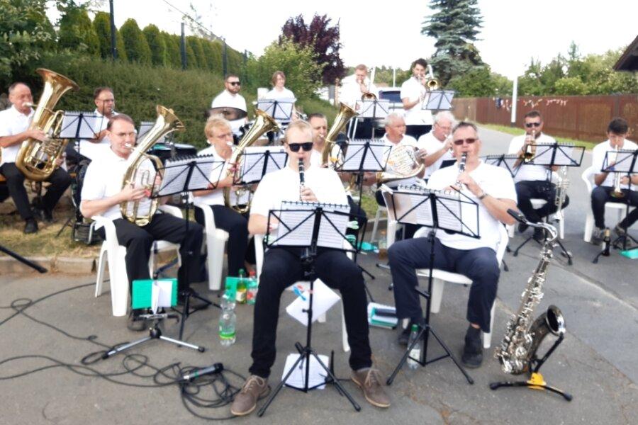 Friesen feiert entspanntes Straßenfest
