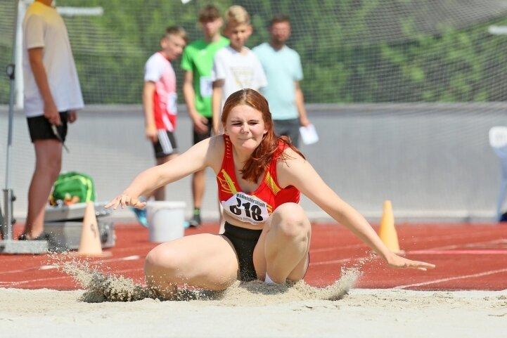 10,75 Meter standen für Vanessa Schubert vom SV Vorwärts Zwickau im Dreisprung zu Buche. Das bedeutete den Landesmeistertitel in der W 15 und auch die Norm für die Deutsche Meisterschaft.