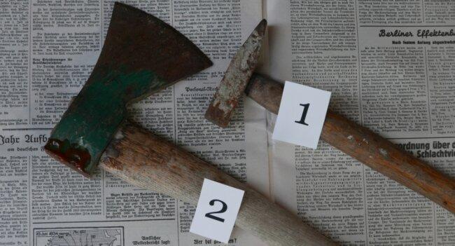 Was war die Waffe, mit der der Mordversuch verübt wurde? Dass ein kleiner Hammer für die Tat verwendet wurde, glauben die Ermittler nicht. Sie gehen von einem Beil aus - das aber nie gefunden wurde.